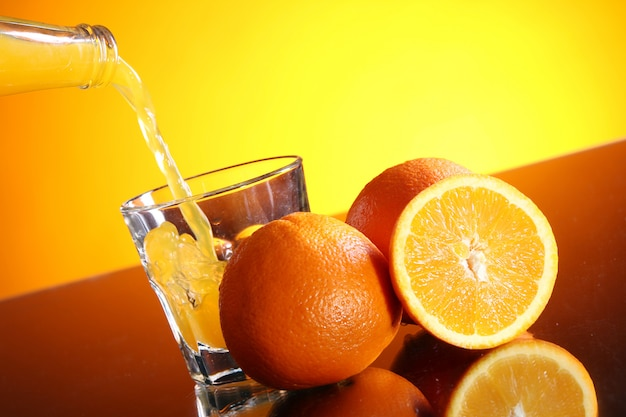 Świeży napój pomarańczowy