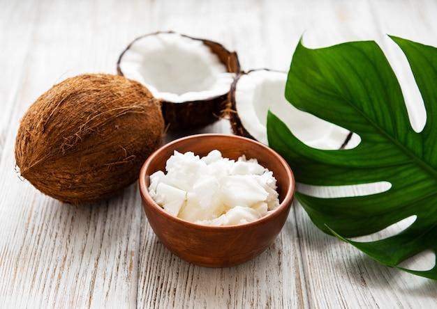 Świeży olej kokosowy