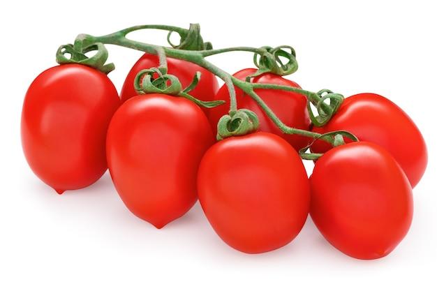 Świeży pomidor śliwkowy w klastrze