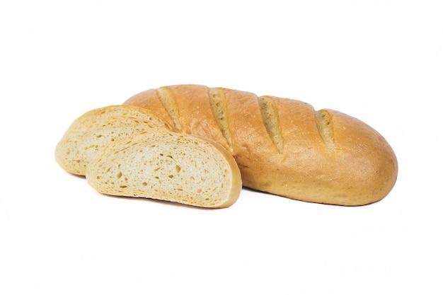 Świeży produkt piekarniczy. chleb. bochenek w plasterkach bez drożdży na białym tle. widok z góry i kopiowanie miejsca na tekst.