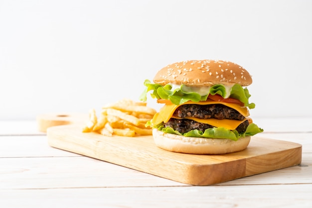 Świeży smaczny burger