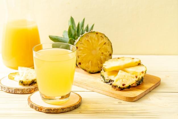 Świeży sok ananasowy