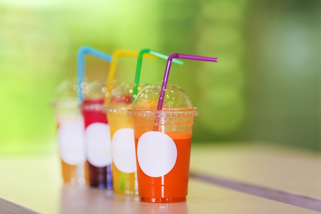 Świeży sok wymieszać owoce i warzywa, zdrowe napoje