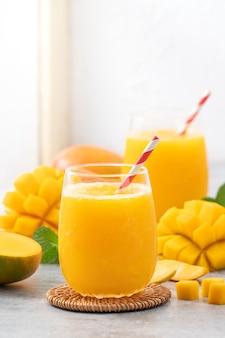 Świeży sok z mango
