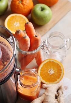 Świeży sok z marchwi
