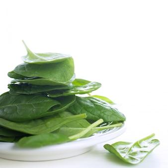 Świeży zielony szpinak