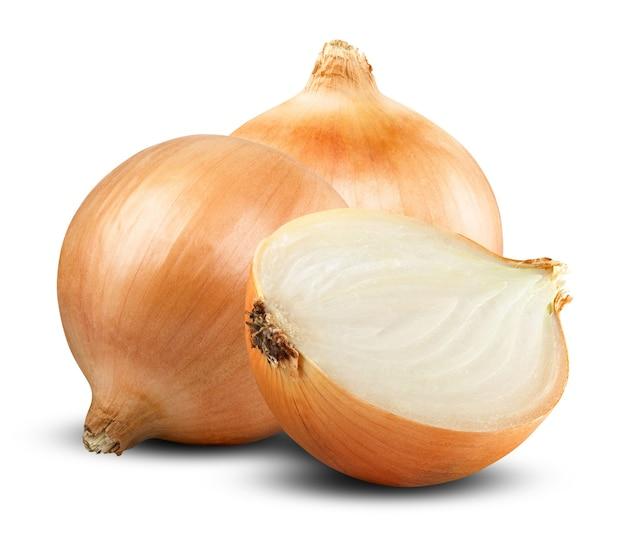 Świeżych cebul na białym tle