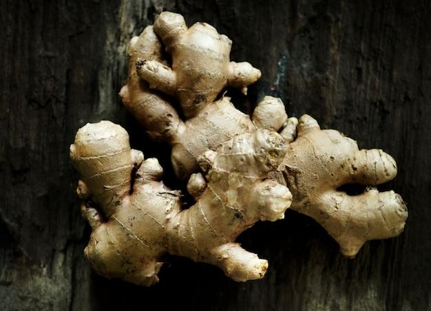 Świeżych imbirów azjatykci kulinarny składnik