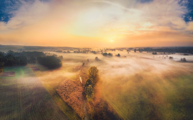 Świt spokojny krajobraz wsi