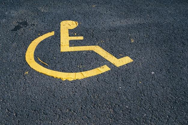 Sygnał ruchu na wózku na ulicy
