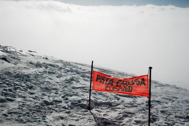 Sygnał zamkniętego stoku narciarskiego