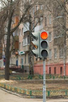 Sygnalizacja świetlna, czerwone światło, ulica, przepisy drogowe, samochód
