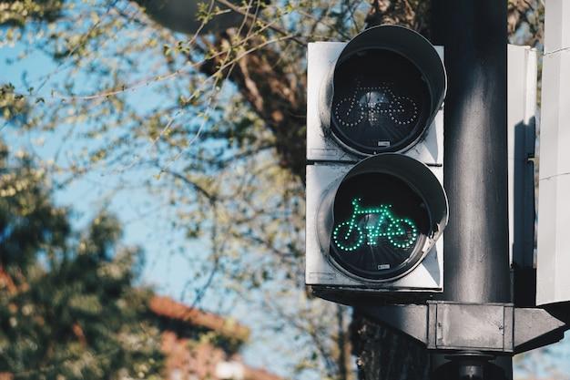 Sygnalizacja świetlna na ulicy