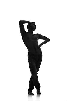 Sylwetka młodego tancerza na białym tle