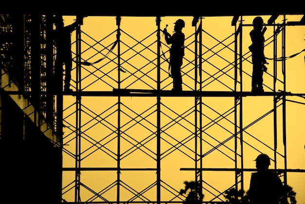 Sylwetka pracownik budowlany