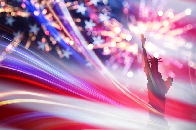 Sylwetka statua wolności z flagą usa i fajerwerkami. 4 lipca w dzień niepodległości