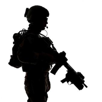Sylwetka strażaka armii stanów zjednoczonych
