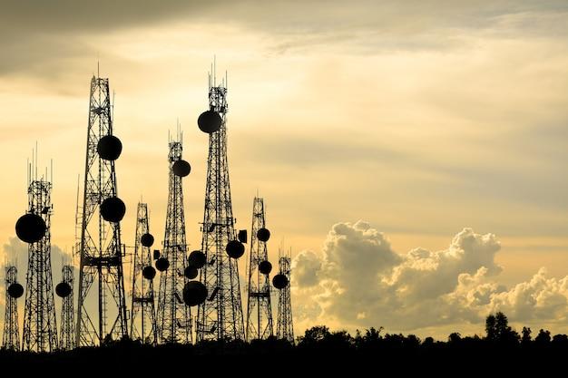 Sylwetka telefon antena