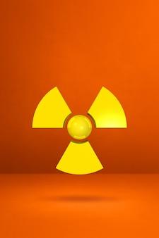 Symbol radioaktywnych na białym tle na pomarańczowym tle studio. ilustracja 3d