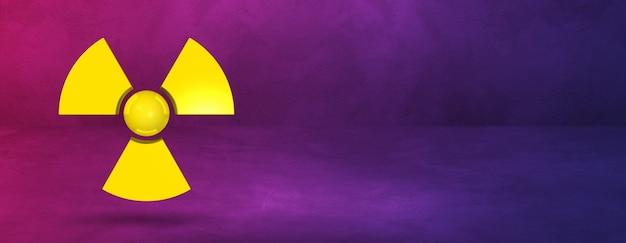Symbol radioaktywnych na białym tle na transparent tło fioletowe studio.