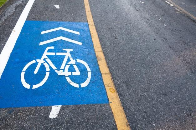 Symbol soczewki rowerowej w parku