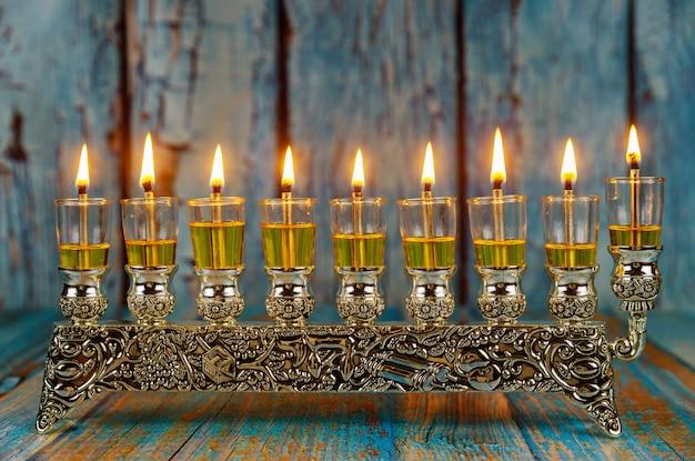 Symbole hannukah w święto żydowskie - menora