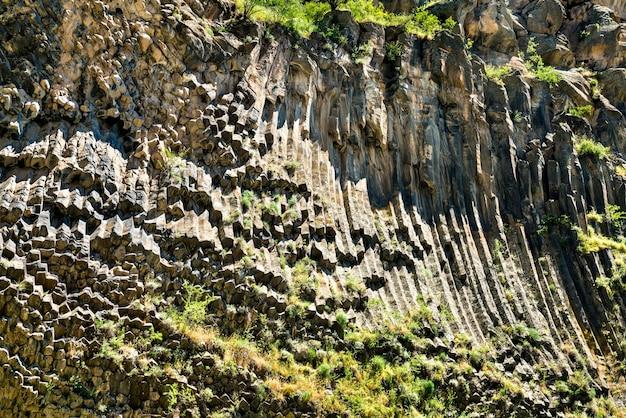 Symfonia kamieni, bazaltowe formacje kolumn w wąwozie garni, armenia