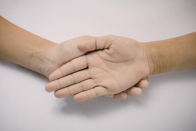 Synergia wielokulturowych rąk - burza mózgów grupa dzieciaka w widoku z góry. wsparcie pomagające w pracy zespołowej koncepcja edukacji ludzi harmonii międzynarodowej różnorodności