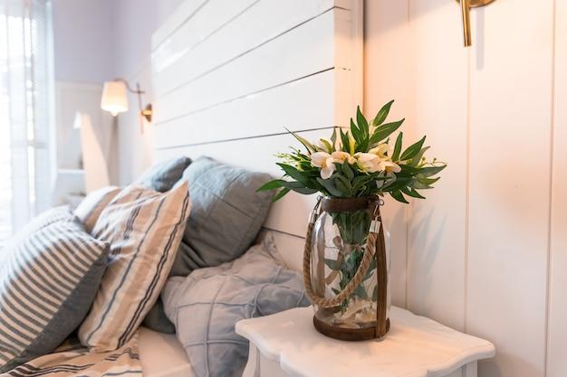 Sypialnia w delikatnych jasnych kolorach