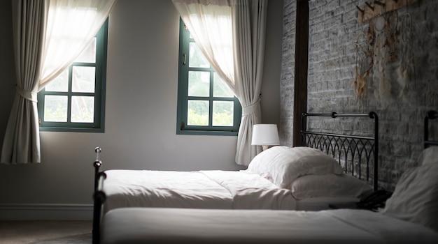 Sypialnia wygodny relaksujący żywy koc pojęcie