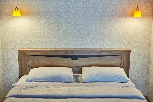 Sypialnia z wieczornym oświetleniem