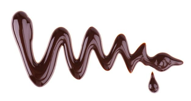 Syrop czekoladowy mżawka na białym tle