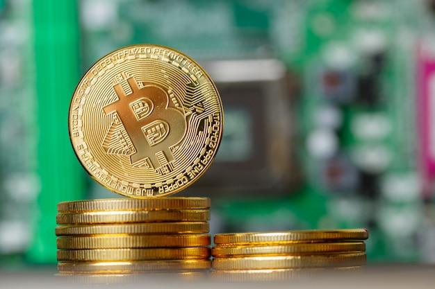 System banku kryptowalut stosu złotych bitcoinów