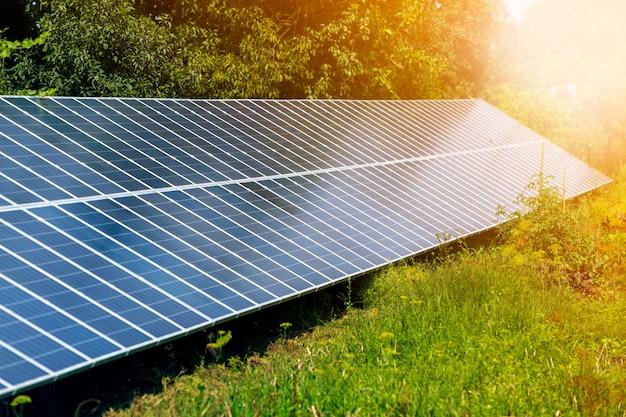 System paneli fotowoltaicznych wytwarzających odnawialną czystą energię