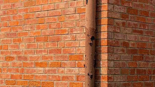 System rur wodociągowych należy zainstalować przy pomarańczowym murze