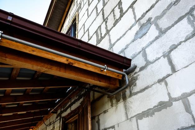 System rynnowy na dach metalowy.