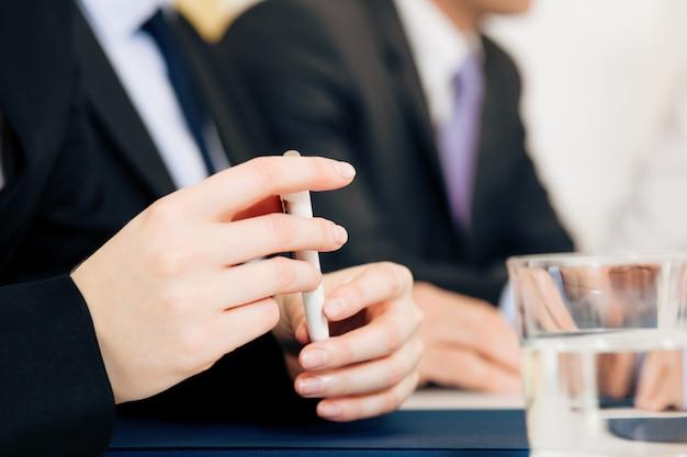 Sytuacja biznesowa, zespół w spotkaniu