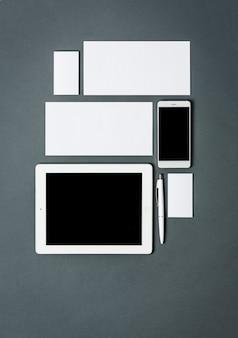 Szablon biznes z karty, dokumenty, tabletki.