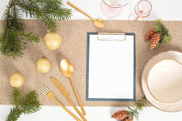 Szablon dekoracji świątecznego stołu z zaproszeniem gościa