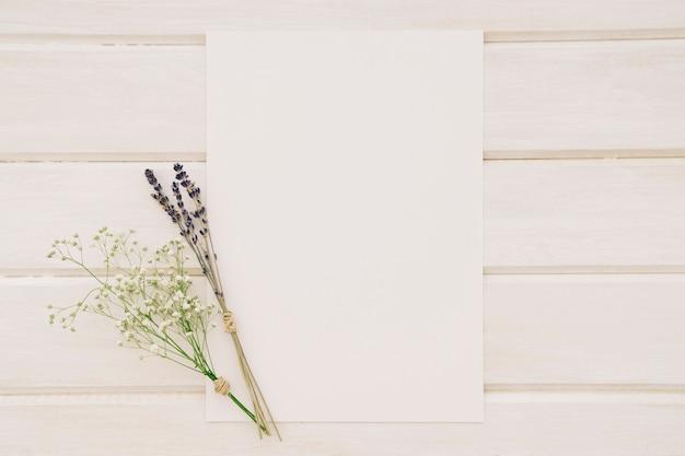 Szablon ślubny z bukietem kwiatów