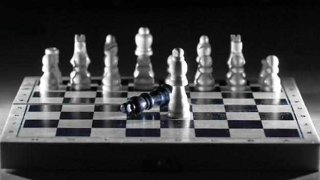 Szachowy skład na szachownicy.koncepcja zwycięstwa.