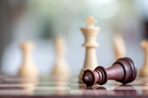 Szachy gra planszowa dla pomysłów, konkurencji i koncepcji strategii biznesowej.