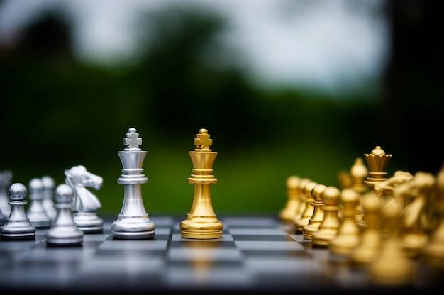Szachy, gry planszowe dla koncepcji i konkursów oraz strategie dotyczące pomysłów na sukces w biznesie