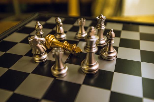 Szachy to jak robienie interesów, na przyszłość, aby wygrać konkurencję.