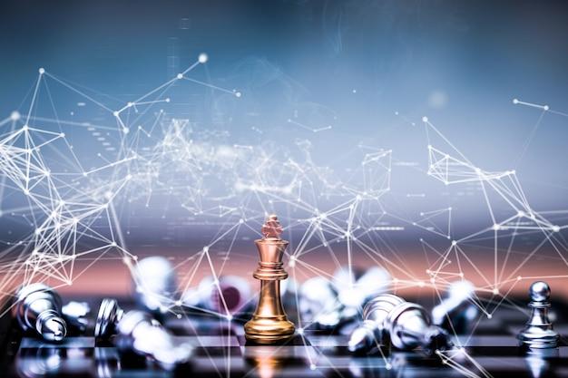 Szachy złotych królów z akcją zwycięzcy i statkiem lidera
