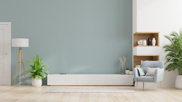 Szafka tv w nowoczesnym salonie, wnętrze jasnego salonu z fotelem na pustej niebieskiej ścianie