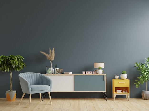 Szafka w nowoczesnym salonie, wnętrze jasnego salonu z fotelem na pustym tle ciemnej ściany
