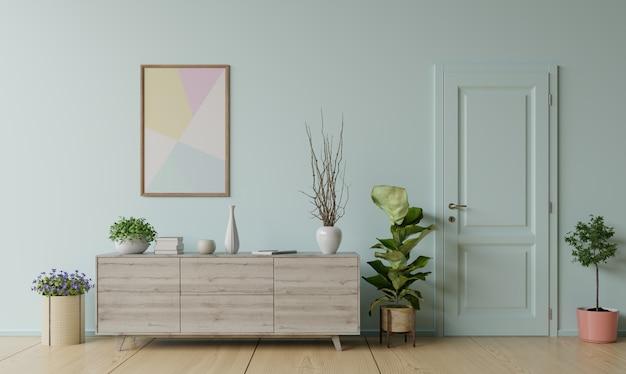 Szafka z rośliną i drzwiami przed niebieską ścianą.
