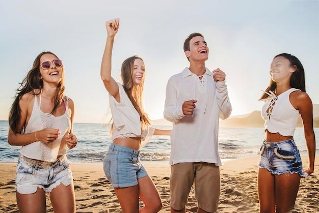 Szalona impreza na plaży