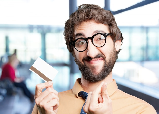 Szalony człowiek z wyrażeniem card.funny kredytowej
